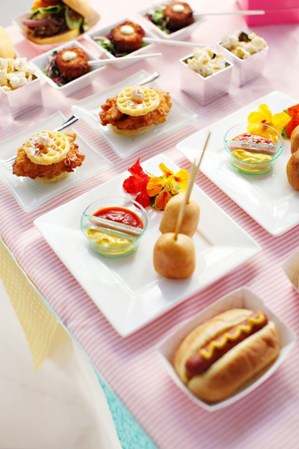 Sirve-una-variedad-de-mini-foods-en-tu-boda.jpg
