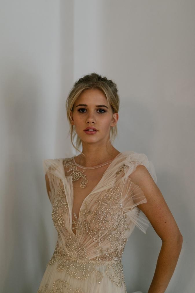 TB - editorial Bardot - vestido de novia dorado Marco & Maria (1).jpg