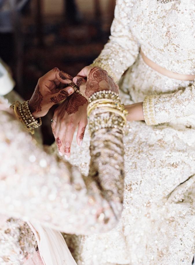 25-indian-women-dressing-bride.jpg