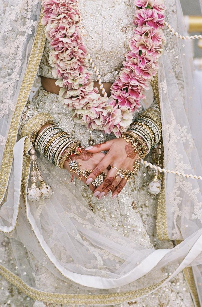 39-indian-bride-jewels-flowers.jpg